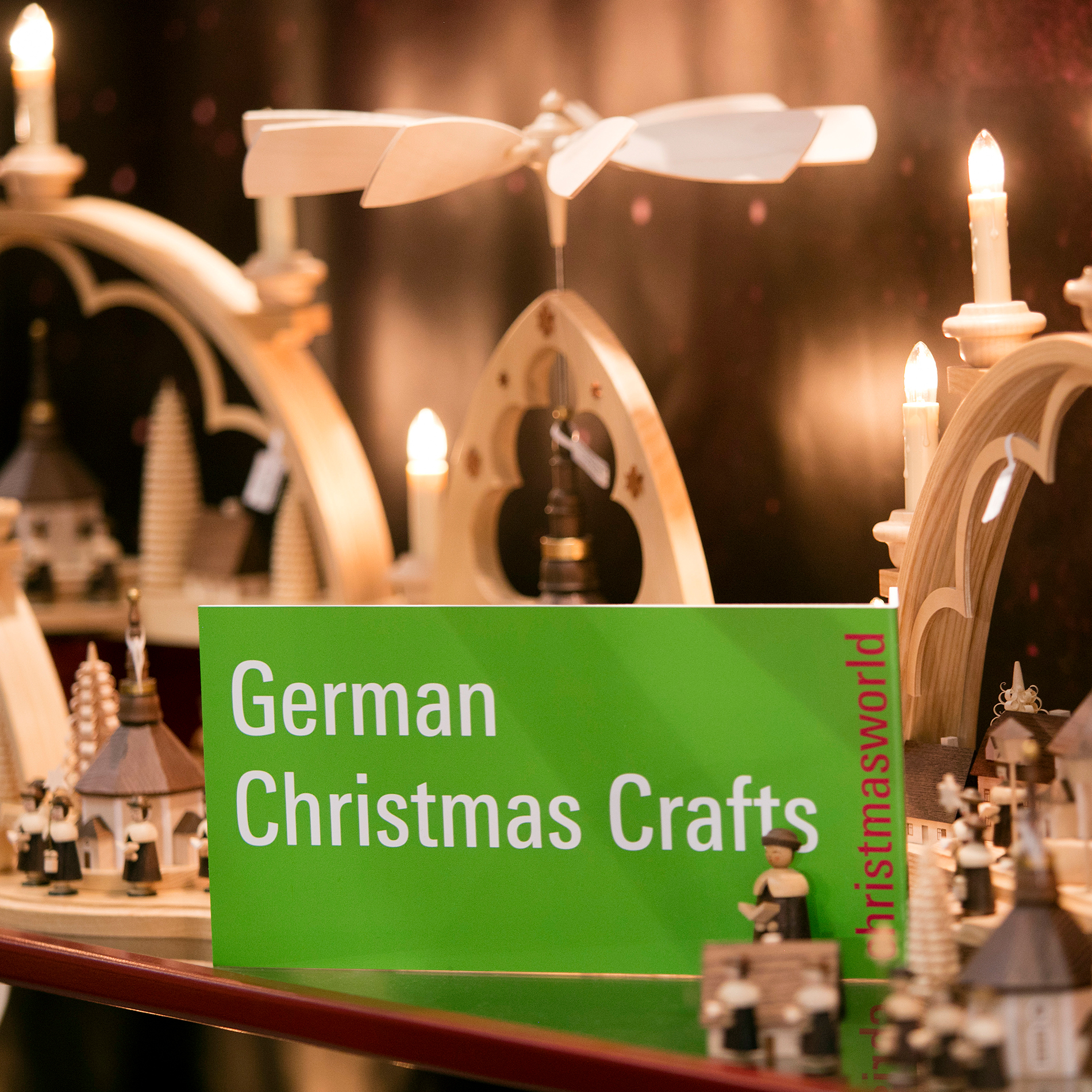 German Christmas Crafts Label an einem Stand auf der Christmasworld