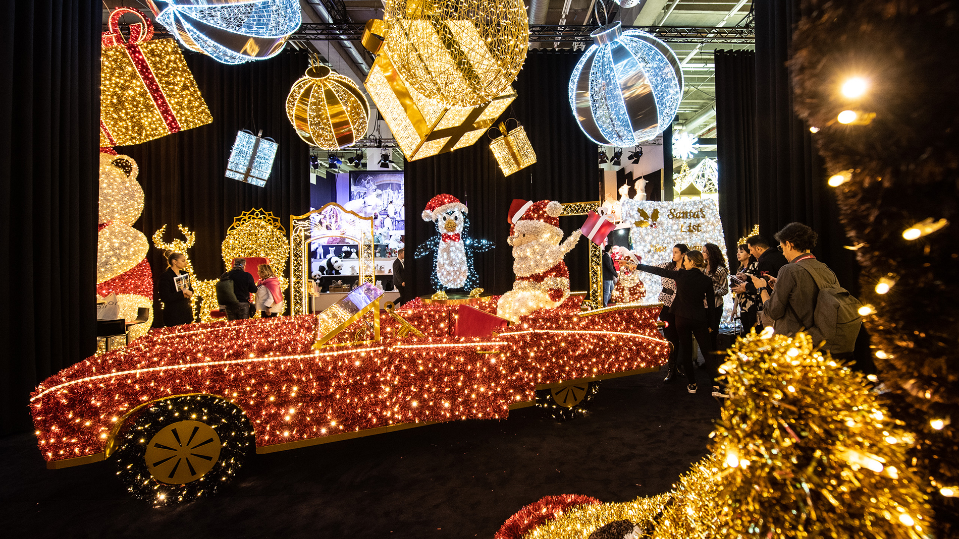 Visual merchandising & Christmas lights for large area decoration at Christmasworld
