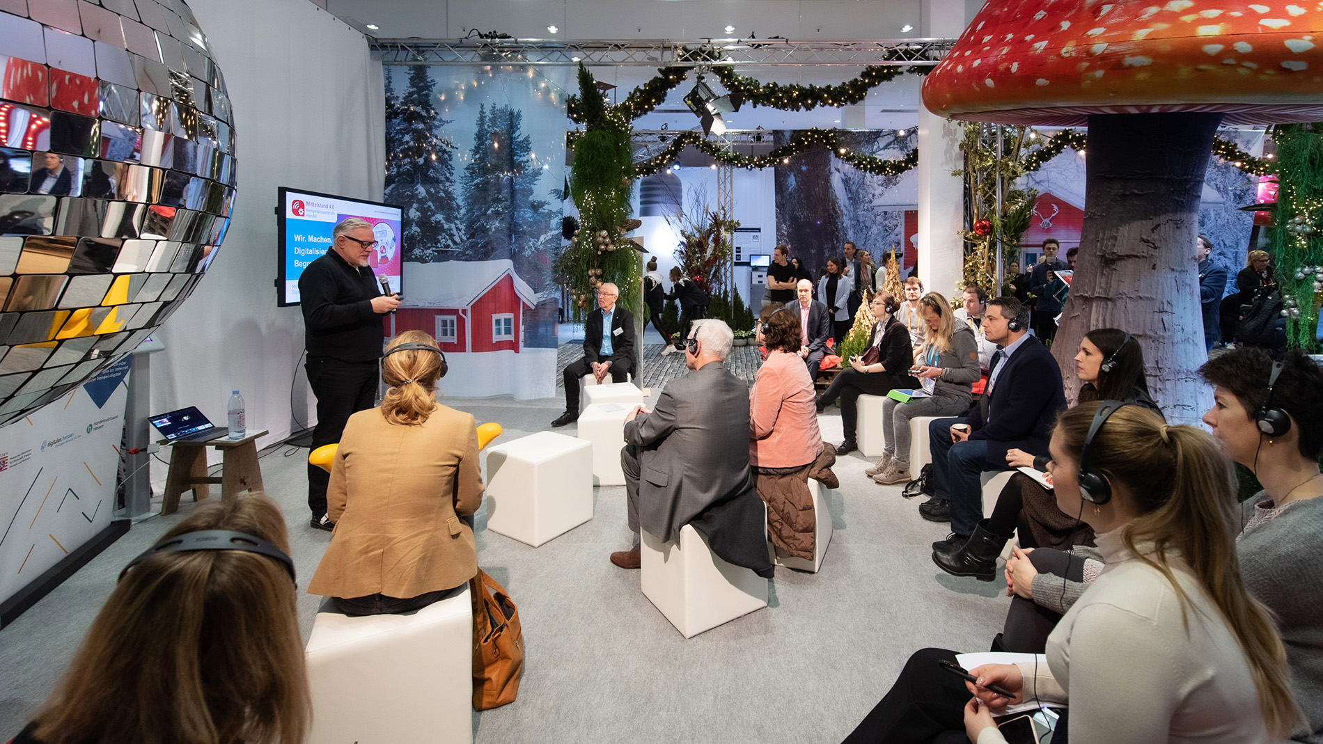 Lecture in the Christmasworld retail boulevard
