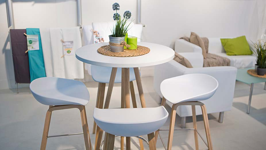Stand equipment Floradecora: white chairs with table