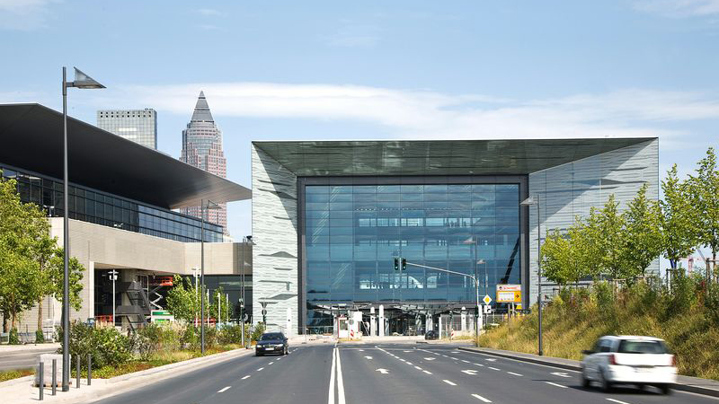 Messe Frankfurt Portalhaus entrance with cars in front